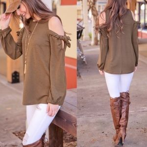 NWOT Olive Cold Should Tie Sleeve Tunic